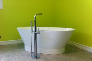 Free standing tub with Grohe floor mounted faucet